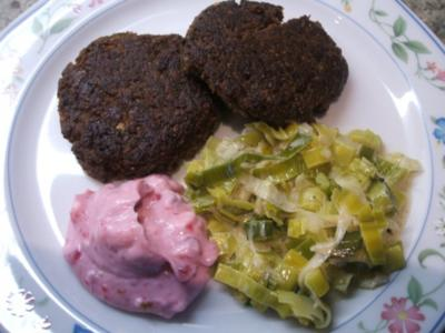 Gemüse: Rahmporree mit Rehfleischküchle und Johannisbeer-Mascarpone-Dip - Rezept