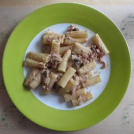 Pasta mit Tomaten-Sahne-Soße - Rezept