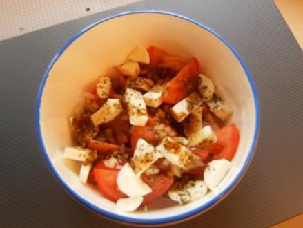 Tomaten-Mozarella-Salat mit Balsamico-Vinaigrette - Rezept