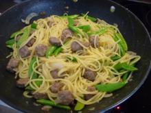 Pasta : Spaghetti mit Cevapcici-Hack und Schoten dazu einen Salat - Rezept