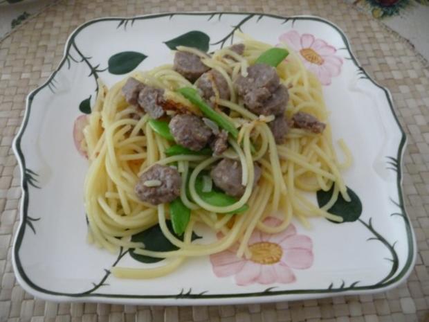 Pasta : Spaghetti mit Cevapcici-Hack und Schoten dazu einen Salat - Rezept - Bild Nr. 2