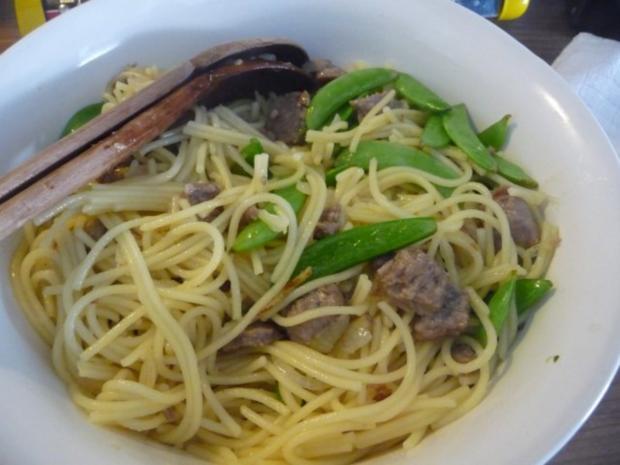 Pasta : Spaghetti mit Cevapcici-Hack und Schoten dazu einen Salat - Rezept - Bild Nr. 11