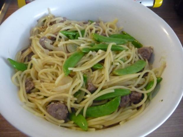 Pasta : Spaghetti mit Cevapcici-Hack und Schoten dazu einen Salat - Rezept - Bild Nr. 12