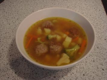 Gemüsesuppe mit Mettbällchen - Rezept