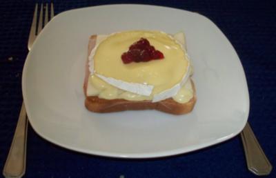 Toast mit Schinken, Birnen und Camembert - Rezept