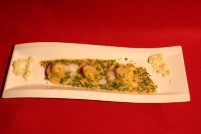Tafelspitzteigtasche auf Schnittlauchcreme mit Apfelkren-Soße - Rezept