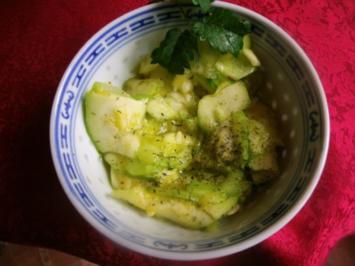 Zucchini-Gurkensalat - Rezept