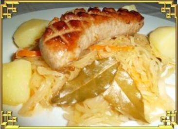 ※ Bratwurst am Sauerkraut und Salzkartoffeln dazu ※ - Rezept