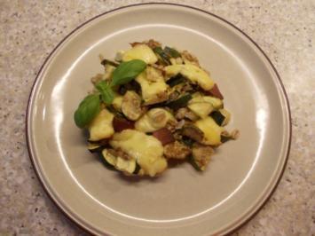 Zucchiniauflauf mit Dinkel und Walnußsoße - Rezept