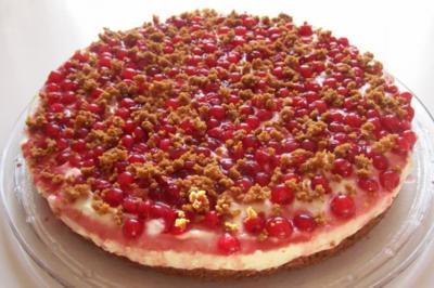 Fruchtiger Johannisbeer-Quark-Kuchen mit Karamellboden - Rezept