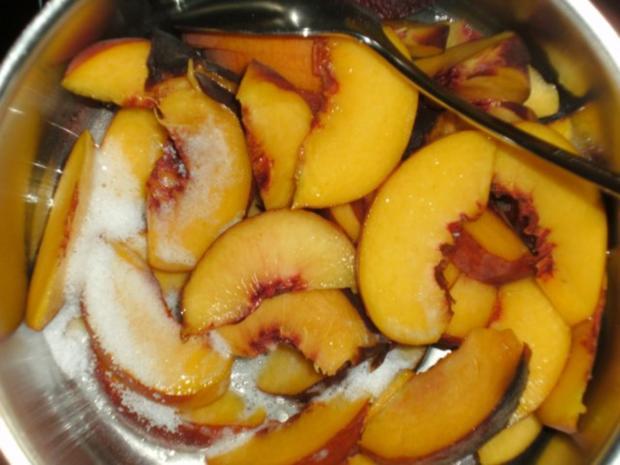 Limetten-Kokosmousse mit beschwipstem Pfirsichkompott - Rezept - Bild Nr. 10