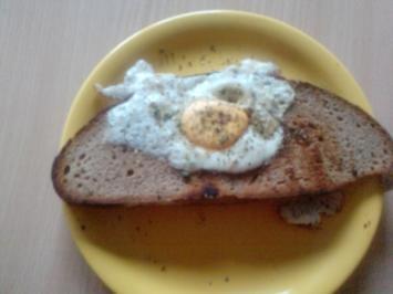 Leggie das Ungeheuer im Loch Brot - Das Ei muss sich nicht immer spiegeln - Rezept
