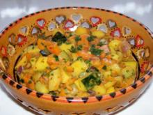 Scharfes Möhren-Mango-Gemüse in Erdnuss-Soße - Rezept