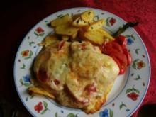Kammkotelett mit Tomaten und Käse und Backofenkartoffeln - Rezept