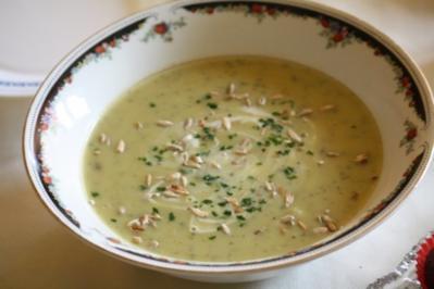 Zucchinisuppe mit Sonnenblumenkernen - Rezept