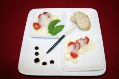 Basilikum-Air auf Cherrytomaten, Mozzarella und Balsamico-Infusion - Rezept