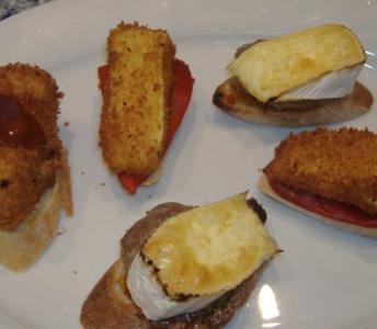 Dreierlei Montaditos mit Brie - Rezept