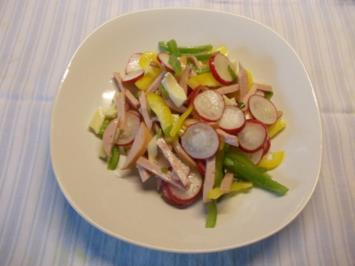 Radieschen-Paprika-Salat mit Käse und Fleischwurst - Rezept