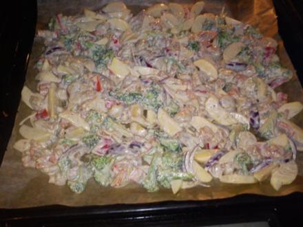 Warmer Herbst- Kartoffelsalat mit Majo - Rezept