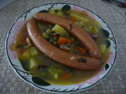 Suppen & Eintöpfe : ...schnelles Gemüsesüppchen mit Wiener Würsten - Rezept