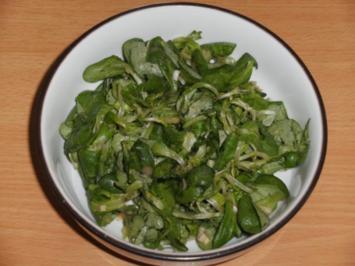 Salat: Feldsalat mit Himbeeressig - Löwenzahnhonig-Dressing - Rezept