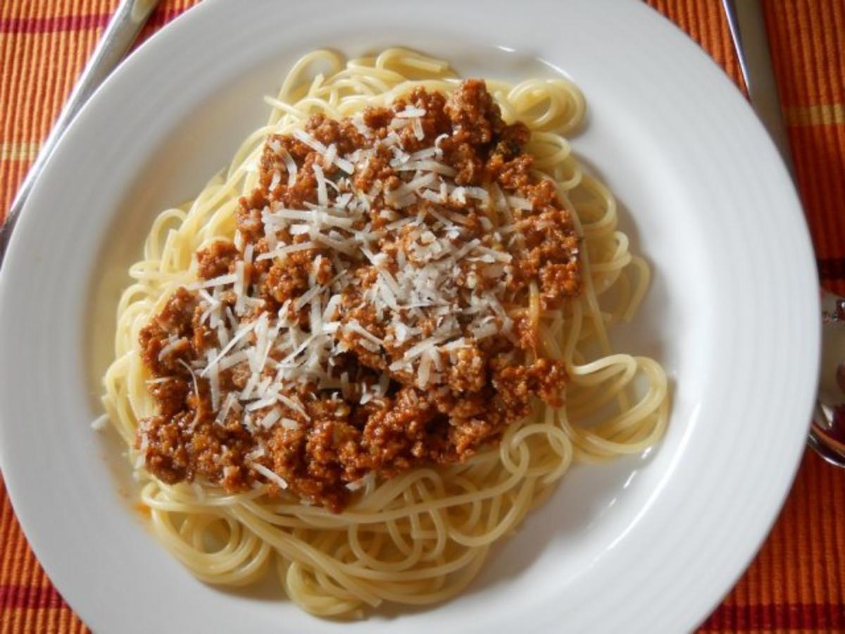 spaghetti bolognese rezept mit bild. Black Bedroom Furniture Sets. Home Design Ideas