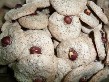 Weihnachtsgebäck : Haselnussmakronen - Rezept