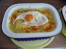 Schmalhans - Küchenmeister : Kohlrabi-Möhrenauflauf mit Käse überbacken und Spiegelei - Rezept