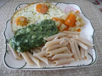 Rezept: Pasta : Reisnudeln mit Spinat und Spiegeleier