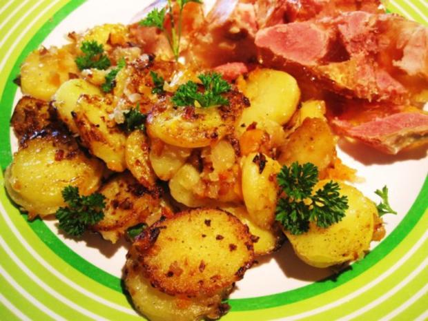 bratkartoffeln mit m hrchen und zwiebeln rezept mit bild. Black Bedroom Furniture Sets. Home Design Ideas