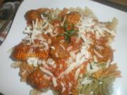 Tomaten - Sahne - Soße mit Hackbällchen an Fusilli Trikolore - Rezept