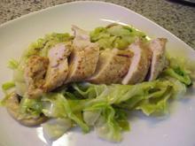 Hähnchenbrustfilet  auf Spitzkohl-Champignons-Gemüse - Rezept