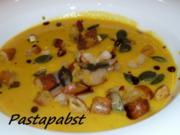 Kürbissuppe mit Birnen und Brezelcroutons - Rezept