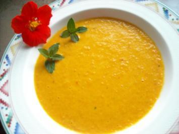 Fruchtig-scharfe Karottensuppe mit Minze - Rezept