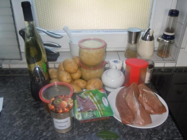 Sauerkraut mit Schweinefilet und Pellkartoffelbrei - Rezept - Bild Nr. 2