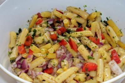Salate: Bohnensalat mit Paprika und roten Zwiebeln - Rezept
