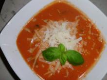 Tomatensuppe mit Parmesan, Knoblauch und Basilikum - Rezept