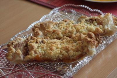 Blätterteig-Streuselstreifen mit Mandarine und Marzipan - Rezept