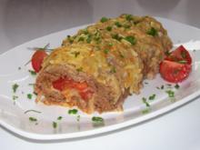 Gerollter Hackbraten mit Kartoffel-Kruste und Röstzwiebel-Käse-Füllung - Rezept