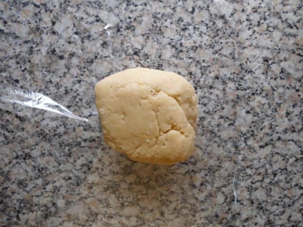 Torte-Pflaumen auf Mandel-Baiser gebettet>> - Rezept - Bild Nr. 3