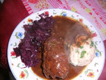 Rotweinrouladen vom Rind und Schwein mit Speckrotkohl und Semmelknödel - Rezept
