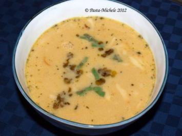 Zucchinicrèmesuppe mit Pesto und Provolone  (Crema di zucchine) - Rezept