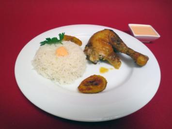 Maishähnchen mit gebratenen Kochbananen, dazu Reis und Huancaina-Sauce - Rezept