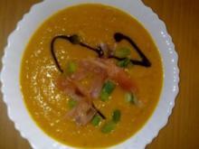 Kürbissuppe mit Ingwer und Räucherlachs - Rezept