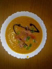 Rezept: Kürbissuppe mit Ingwer und Räucherlachs