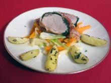 Schweinefilet im Blattspinat-Bacon-Mantel mit Rosmarinkartoffeln auf Lauchgemüse - Rezept