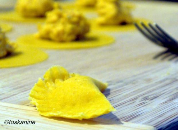 Kürbis-Ravioli mit Tomatensauce - Rezept - Bild Nr. 14