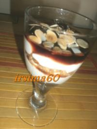 Amaretto Joghurt  Dessert mit Amarena Kirschen - Rezept