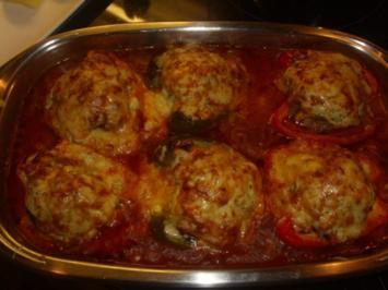 Paprikaschoten mit Hackfleisch und Käse überbacken - Rezept