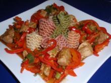 Filet-Gulasch mit bunten Nudeln - Rezept